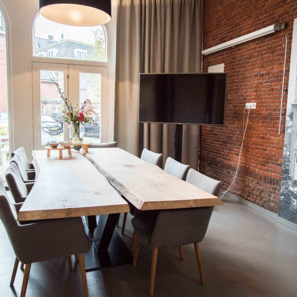 Kantoorvilla de Pastorie Vergaderruimte Kantoorruimte Huren Exclusief Bergen op Zoom Per Uur De Tuinkamer